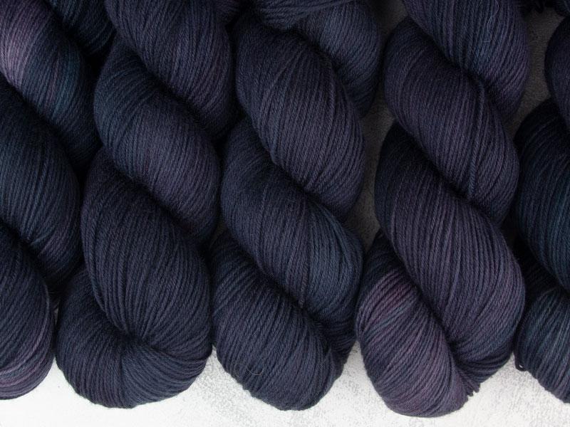 RAVEN - 100g merino sock yarn