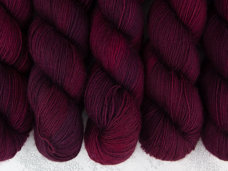FIRE AND BLOOD - 100g Merino Singles