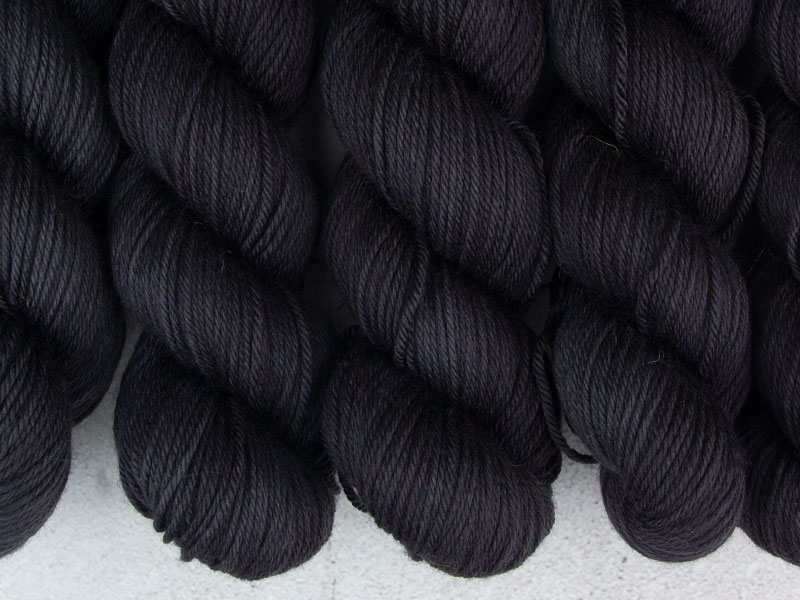 BLACK HOLE - 115g Squishy Merino