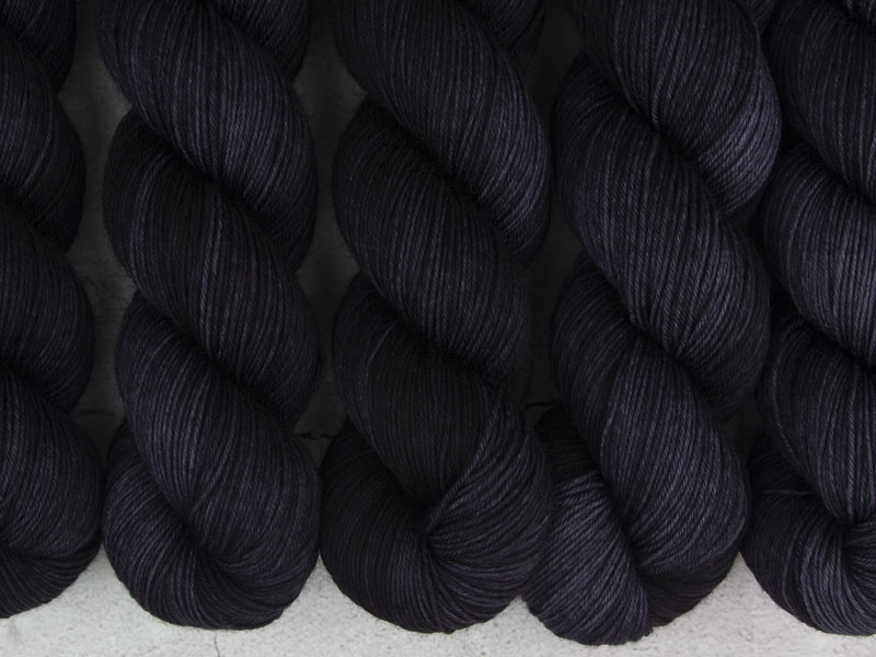 BLACK HOLE - 100g Pure Merino
